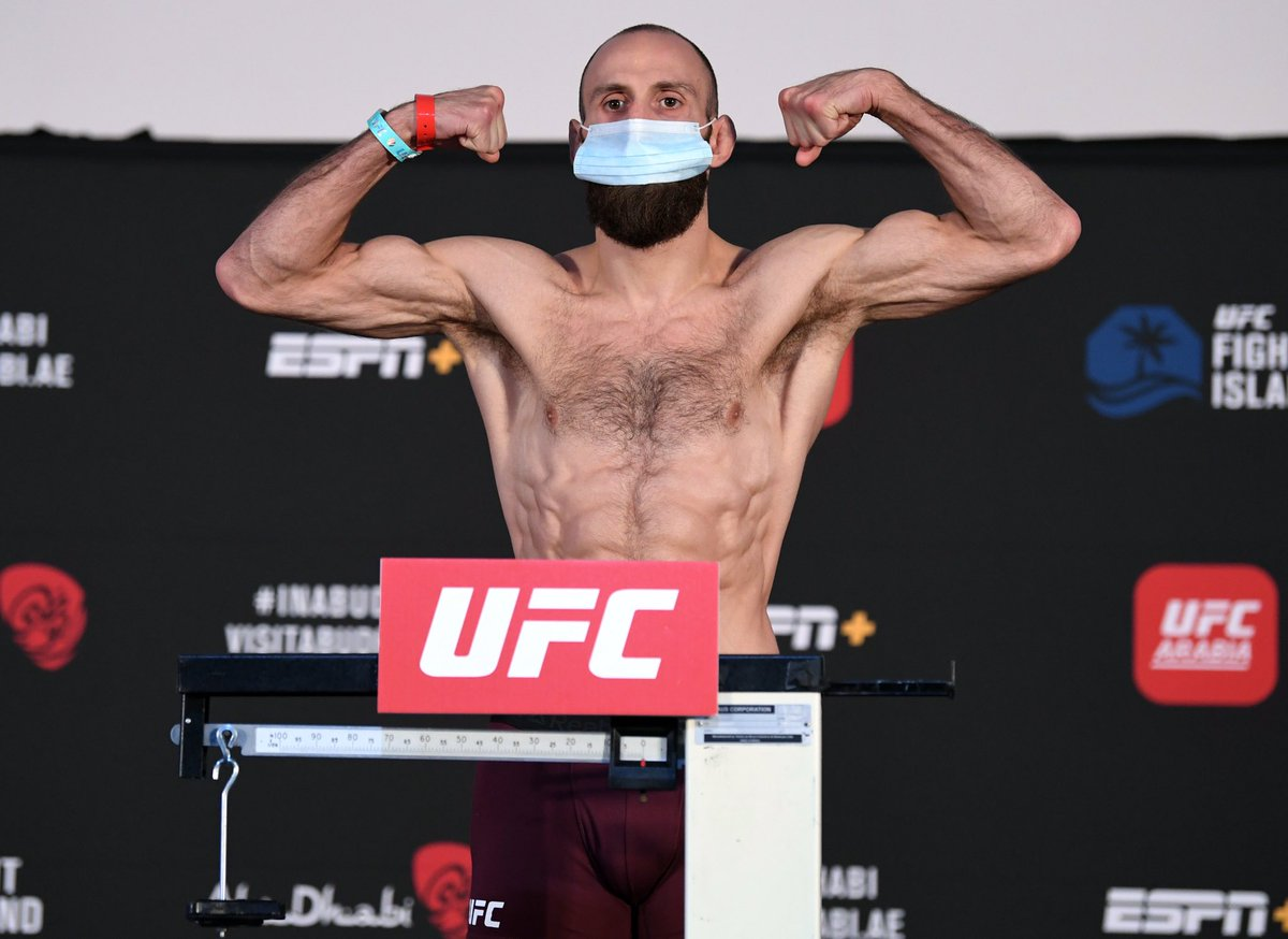 Weigh-ins done. Tomorrow it's time ⚔️ https://t.co/r6PEWlZFxD