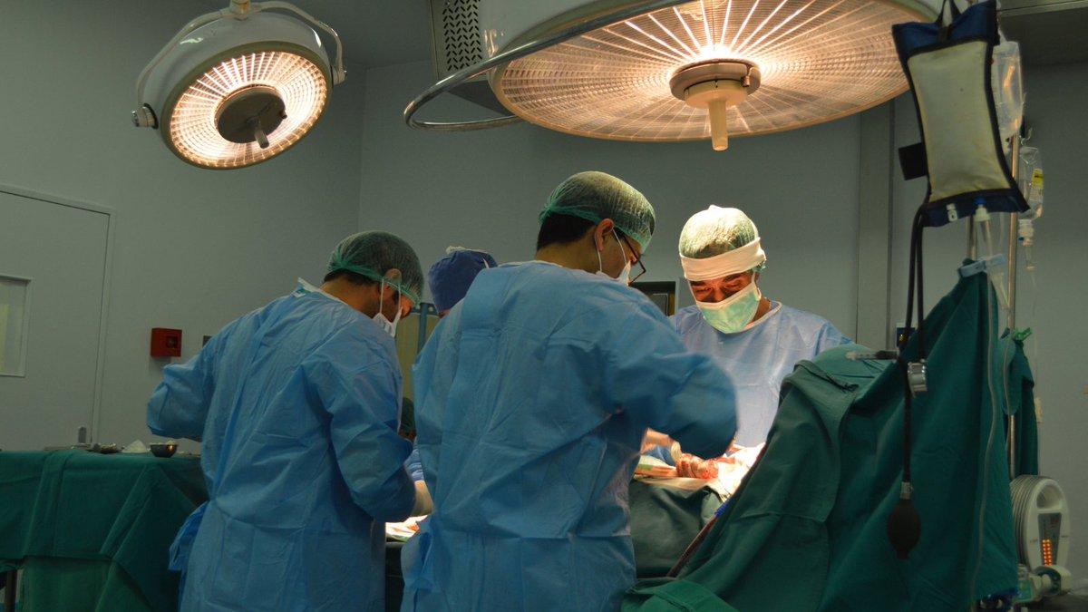 1/2 - À #Kaboul, en #Afghanistan, lactivité a repris tant en gynéco-obstétrique quen chirurgie cardiaque. Une mission récente de chirurgie viscérale a permis de former, durant 10 jours, des médecins locaux du @FMICKabul.
