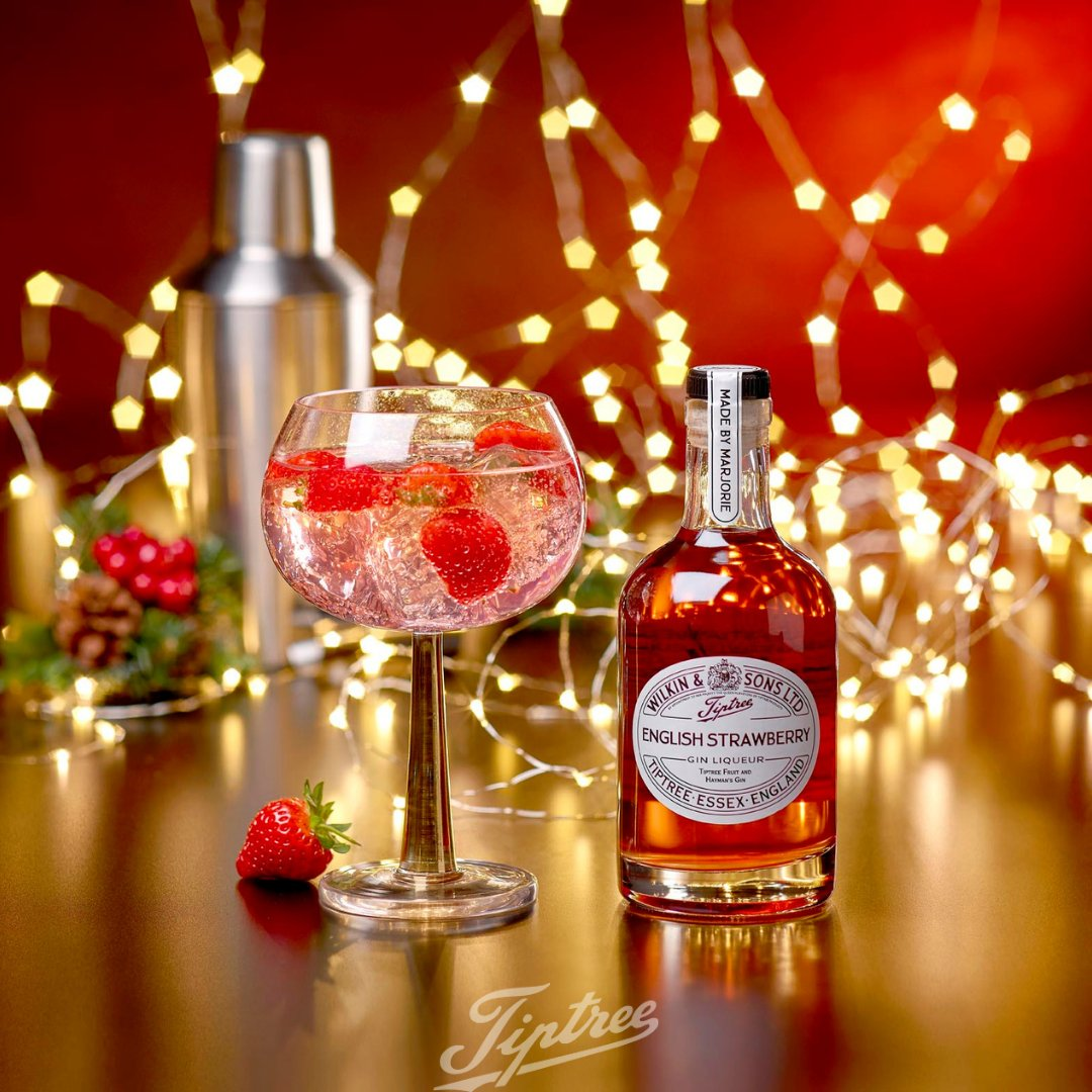 Happy International Gin and Tonic Day 🍸🍓 Your favourite tonic accompanied by two measures of one of our Fruit Gin Liqueurs makes for the perfect G&T 🍸 #internationalginandtonicday #ginliqueur