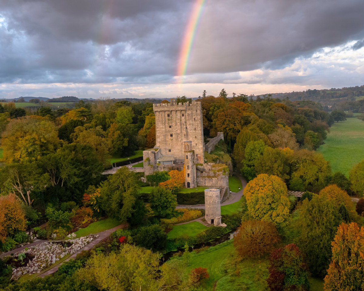 Somewhere over the rainbow.... have a great weekend and hope to see you in the gardens very soon!   #rainbow #purecorkwelcomes #makeabreakforit #cork #ireland #blarney #castles #walks #weekend #like #pictureoftheday #picoftheday #photography #autumn https://t.co/PusVPTSnbF