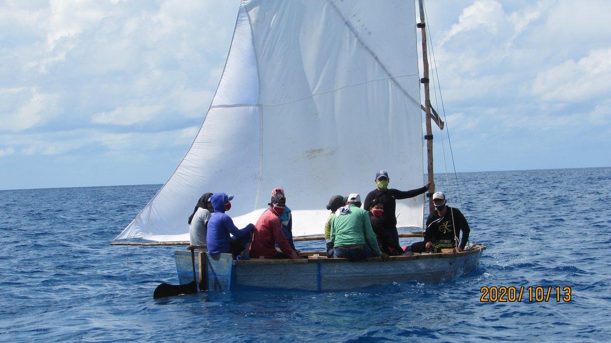 Die US-Küstenwache stoppt am 13. Oktober 2020 ein kubanisches Migrantenboot in der Nähe der Cay Sal Bank. | Bildquelle: https://twitter.com/USCGSoutheast/status/1317143777128157186 © Twitter/USCGSoutheast | Bilder sind in der Regel urheberrechtlich geschützt