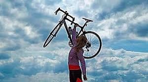 32 yaşındaki bisikletçi #ZeynepAslan şeridinde seyir halindeyken kendisini görmeyen kamyonun altında kalarak hayatını kaybetti. 😞  #TrafikteBisiklelilerDeVar  #BisikletimeÇarparsanÖlürüm https://t.co/lAg2VMXb4I