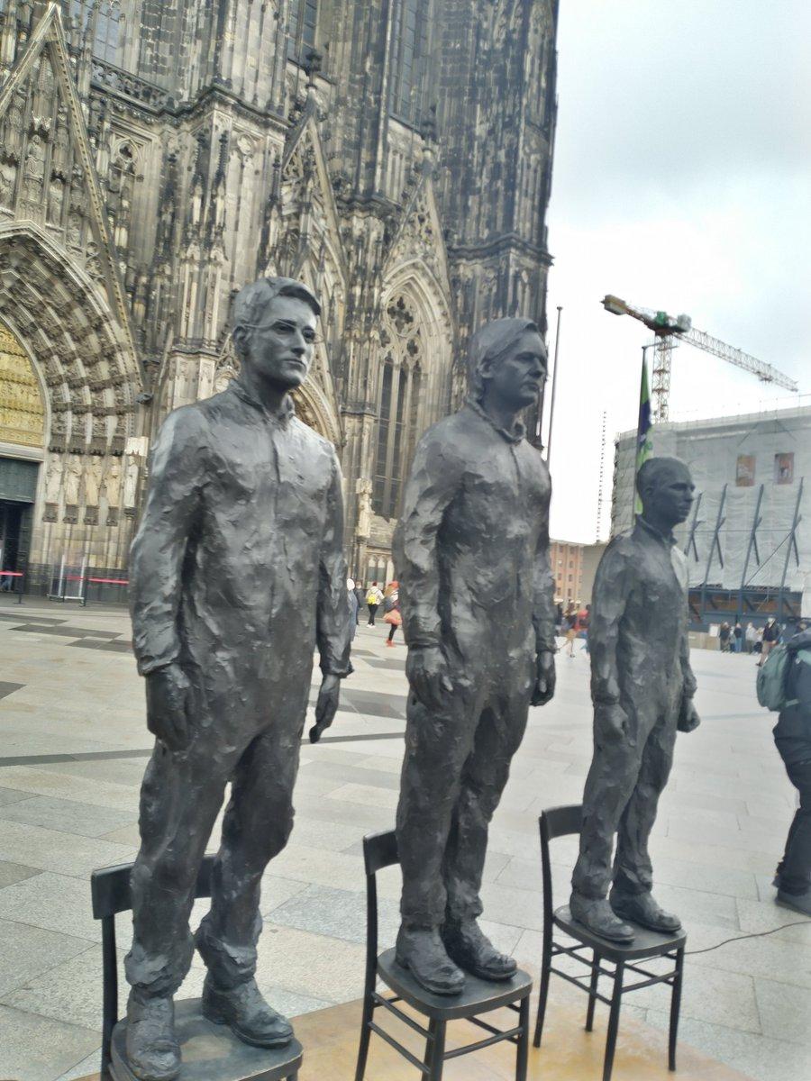Herzlichen Dank, Arbeiterfotografie Köln, für die Organisation dieses tollen Events mit @AnythingtoSay_ , @davide_dormino, John Shipton & vielen anderen großartigen Menschen!   United we fight ✊ #FreeAssange  #StopTheShowTrial https://t.co/BDVjyJmh90