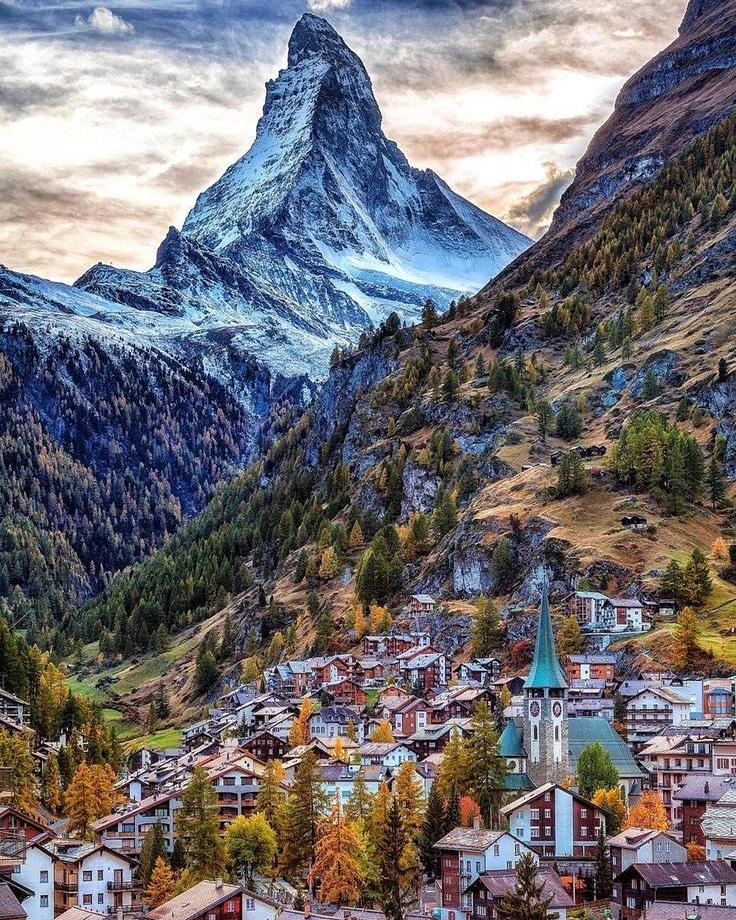 Zermatt, Switzerland🇨🇭  #zermatt #switzerland #travel #epictouristspots #skiing #adventure #travelvacation #skiingisawesome #travelplans #switzerlandtravel #zermattmatterhorn #skiing⛷ #travelguide #travellingblogger