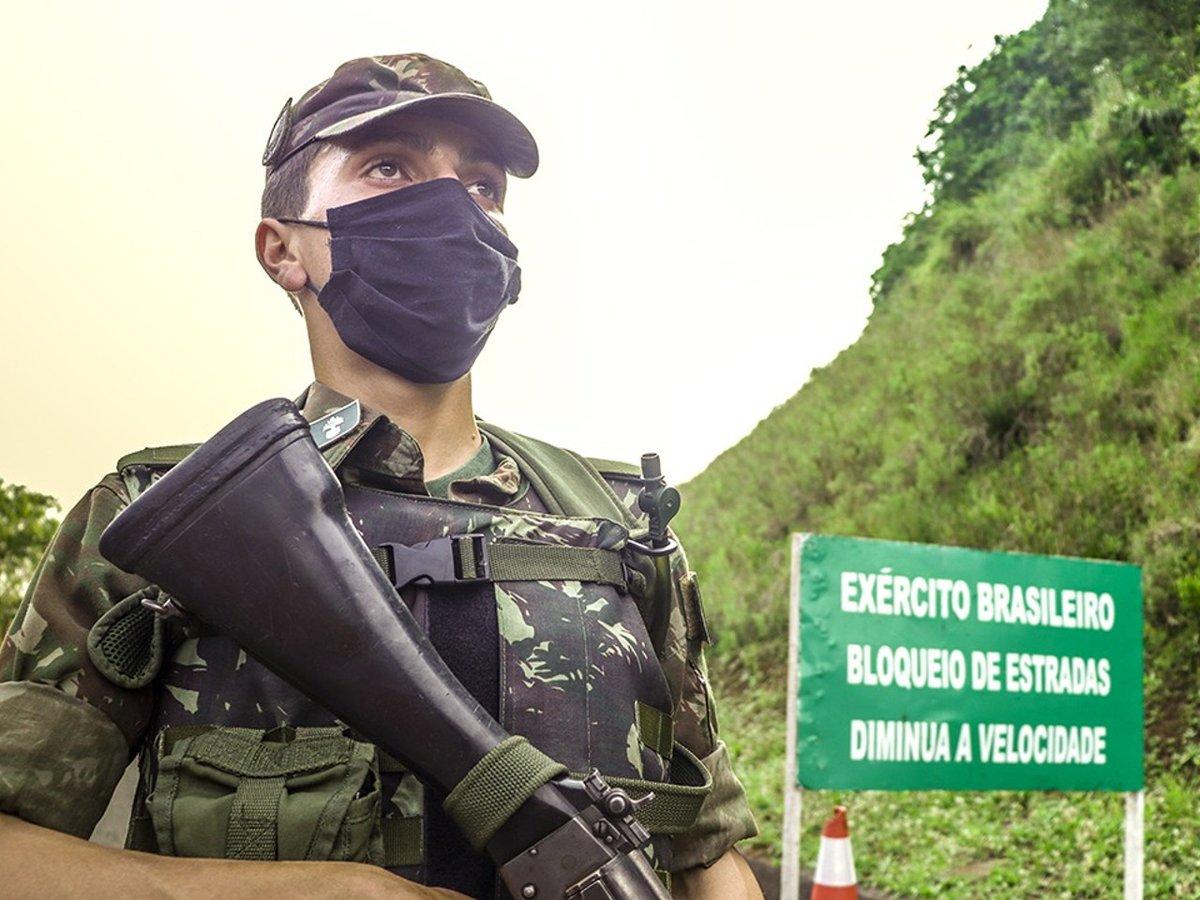 Operação Fronteira Sul / Ágata combate crimes transfronteiriços e ambientais no interior do Rio Grande do Sul https://t.co/smOMGpxdnN #BraçoForte #MãoAmiga https://t.co/36WrWklCkb