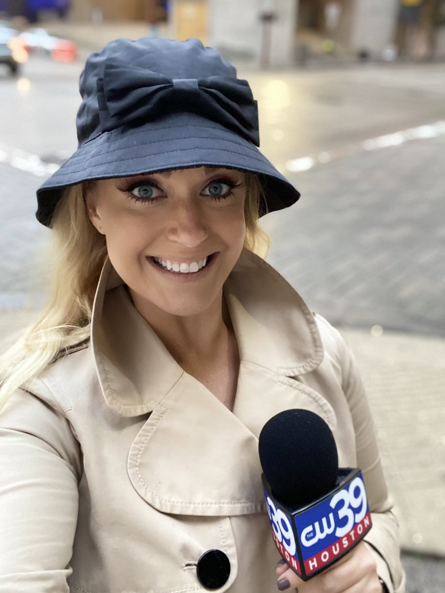 It was a cold, rainy & windy morning in Houston. Perfect excuse to wear my fave @katespadeny coat & hat! #cw39 #houston #wheresmaggie #reporterattire #dressthepart #girlinthecity https://t.co/r5ytEdzQry