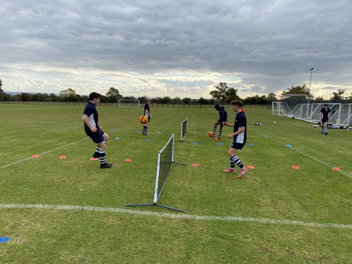 The senior boys enjoying their football session this afternoon ⁦@StonarBoarding⁩ ⁦@StonarSchool⁩