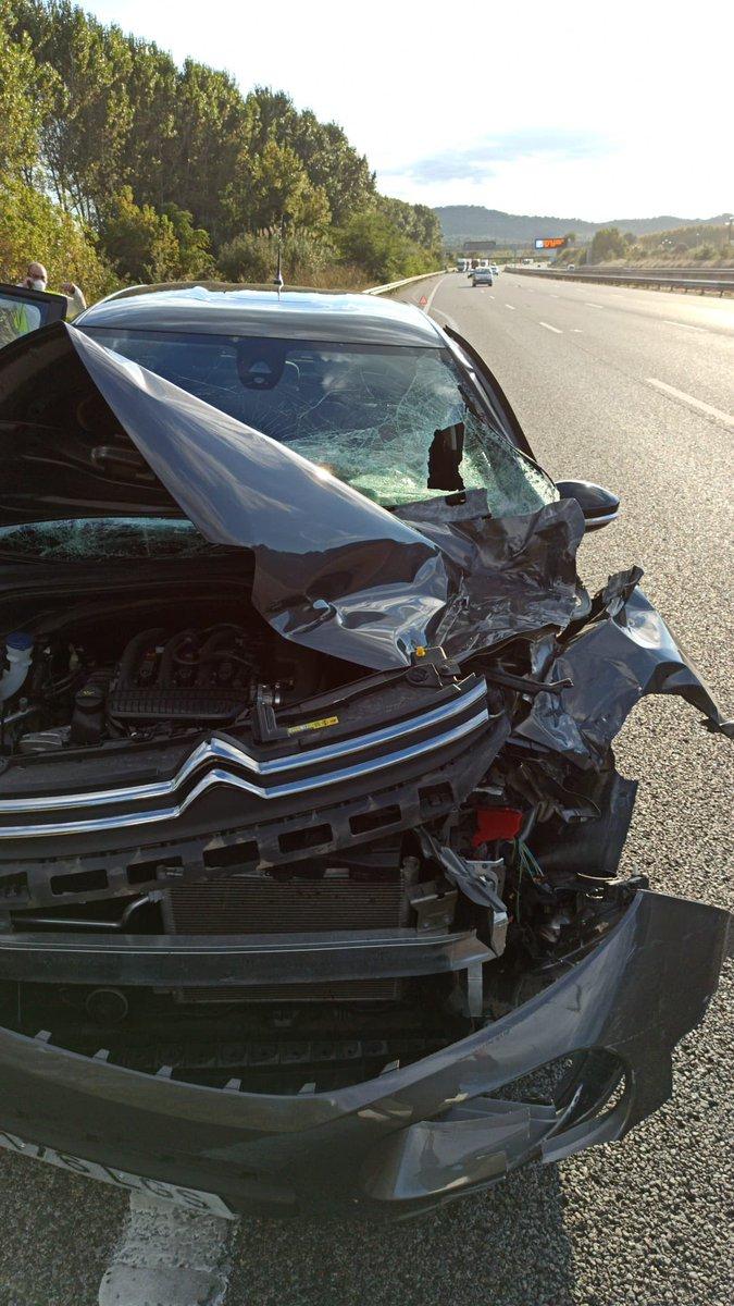 まじで死ぬかとおもったけどちょっとした怪我だけですんだ。(後ろの席にいた) 乗ってたみんな無事で奇跡