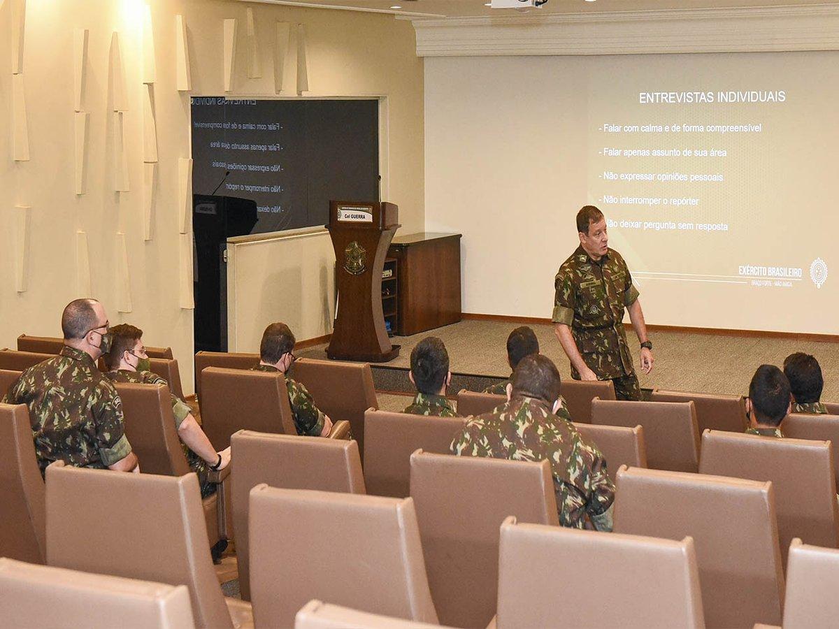 Atividades do CCOMSEX são apresentadas aos militares de cursos de Comunicação Social promovidos pelo CEP https://t.co/zcwALs3xLD #BraçoForte #MãoAmiga https://t.co/lquOFCGFvZ