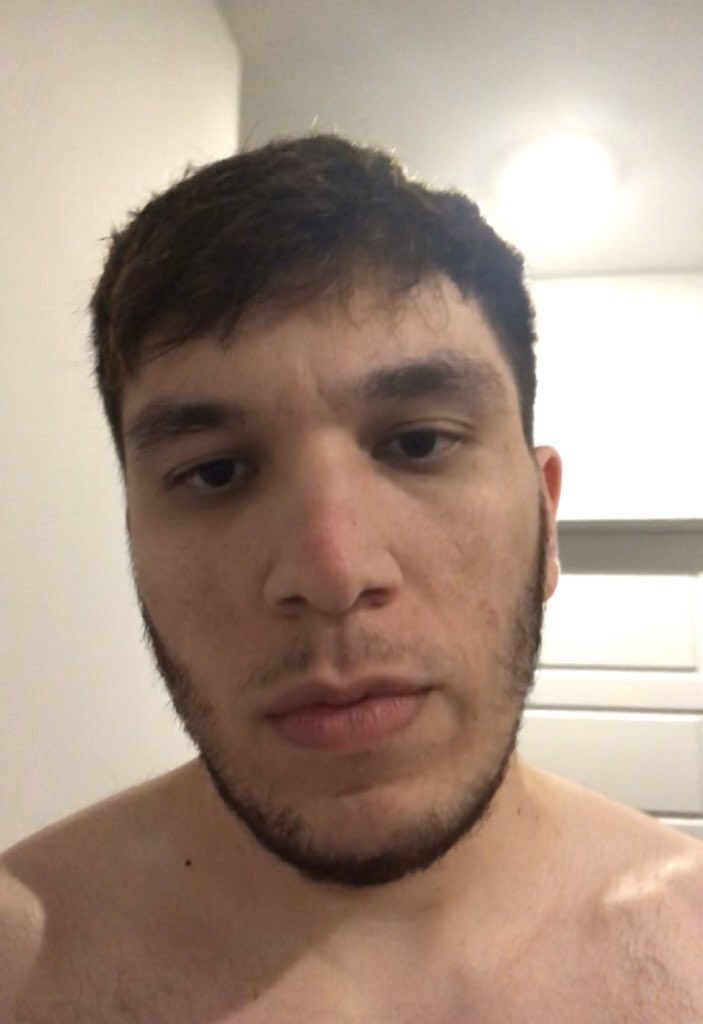 @Greekgodx @andymilonakis why would you wear gloves to lift weights, they contradict each other