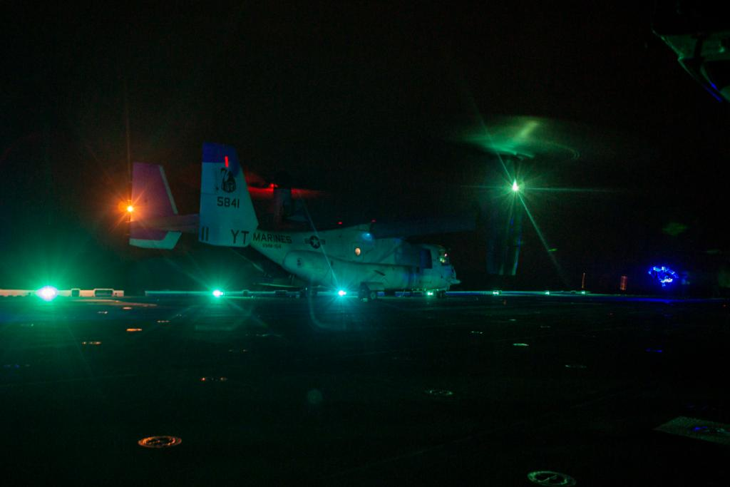 @USNavy photos of the day: #USSMakinIsland conducts flight deck operations, #USSDwightDEisenhower conducts maintenance #USSWinstonSChurchill aids distressed mariners in the Arabian Sea and #USSTheodoreRoosevelt flu vaccinations. ⬇️info & download ⬇️: navy.mil/Resources/Phot…?
