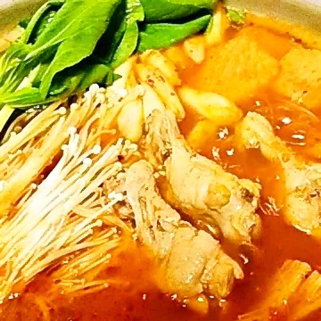 クックパッドで公開している私のレシピをご紹介♪☺簡単♪鶏手羽元とチンゲン菜のトマト鍋☺ by hirokoh 今日は寒いので温かい鍋料理を🍲#料理好きな人と繋がりたい#Twitter家庭料理部 #お腹ペコリン部#おうちごはん #クックパッド #cookpad  #YouTube #鍋