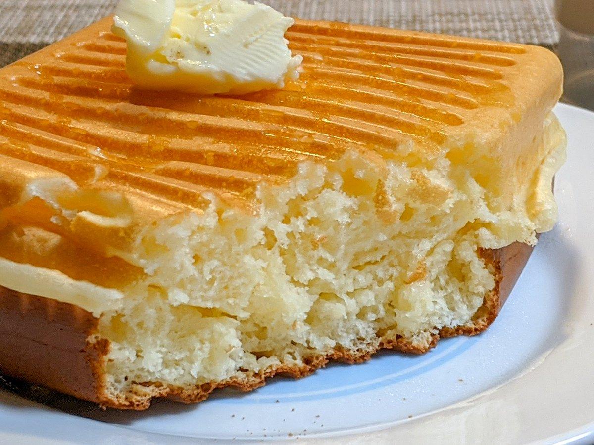 フライパンで焼いたものより美味しそう!ホットケーキはホットサンドメーカーで焼くのもおすすめ!