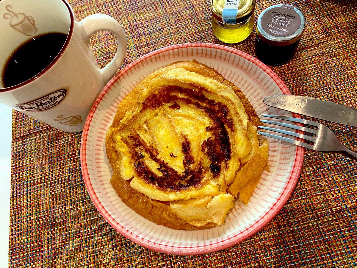 息子の離乳食パン粥で残ったパンの耳で朝ごはんはフレンチトースト作りました🥰フレンチトースト大好きだから幸せだー❤️✨パンの耳で☆ロールフレンチトースト by 草原うさぎ  #cookpad#料理好きな人と繋がりたい #Twitter家庭料理部 #おうちごはん#食事記録
