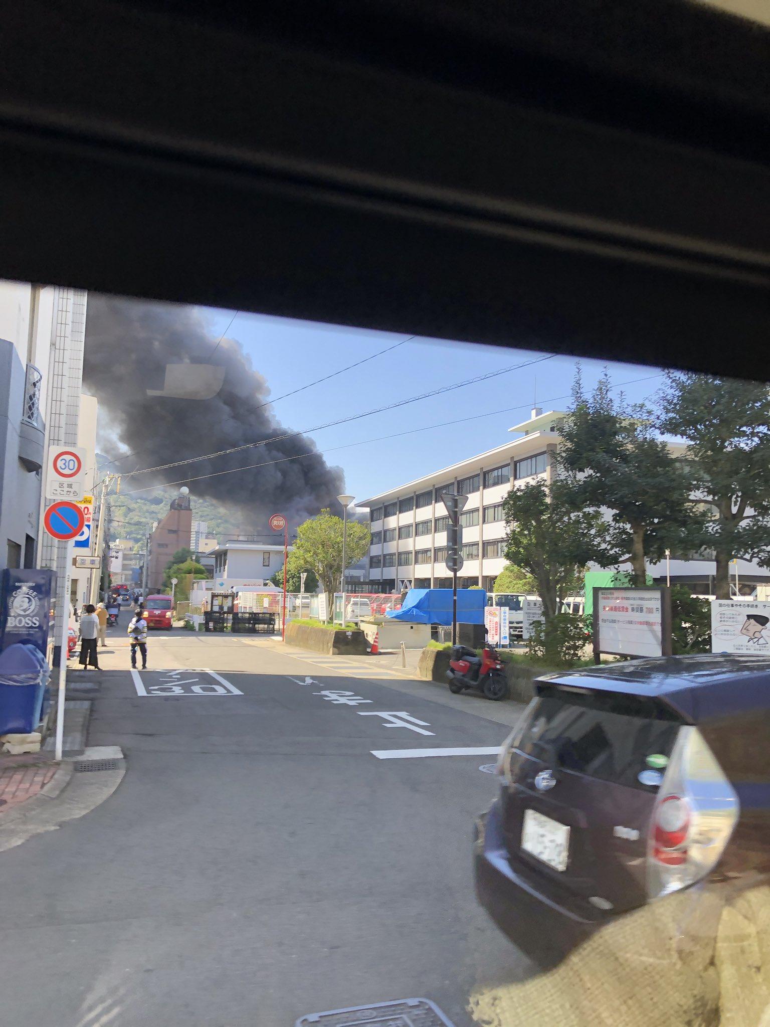 画像,「浦上まるみつ」か「ひぐち」か…。大火事です!風が強いので炎がやばいです💦近づかない方がいいです。渋滞にも気をつけてください。 https://t.co/U6c…