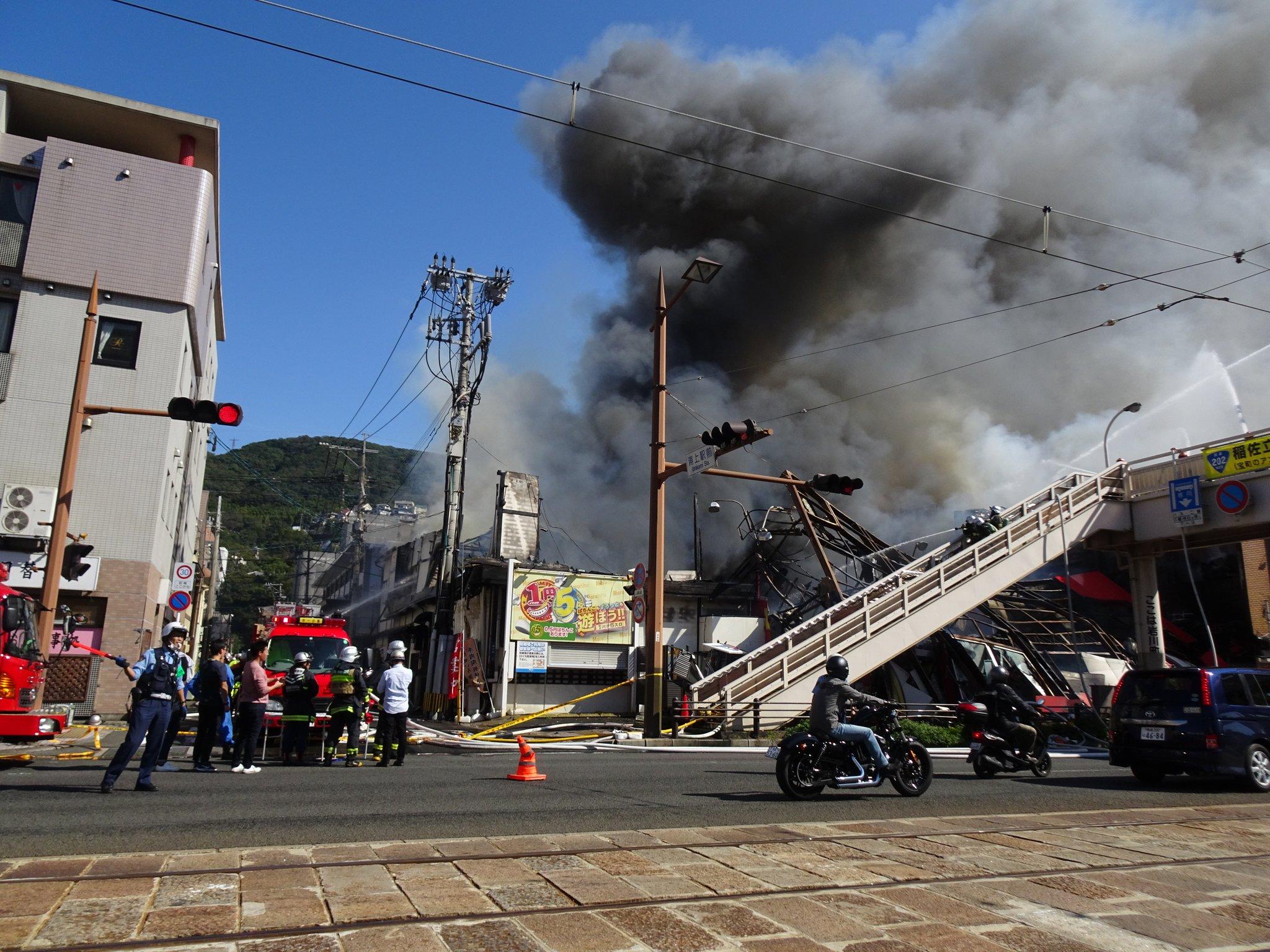 画像,浦上駅前のごはん屋さんのひぐちにまるなかかまぼこにパチンコ屋さんが燃えてる。かなりおおごとなってます。気をつけてください!! https://t.co/amQB…