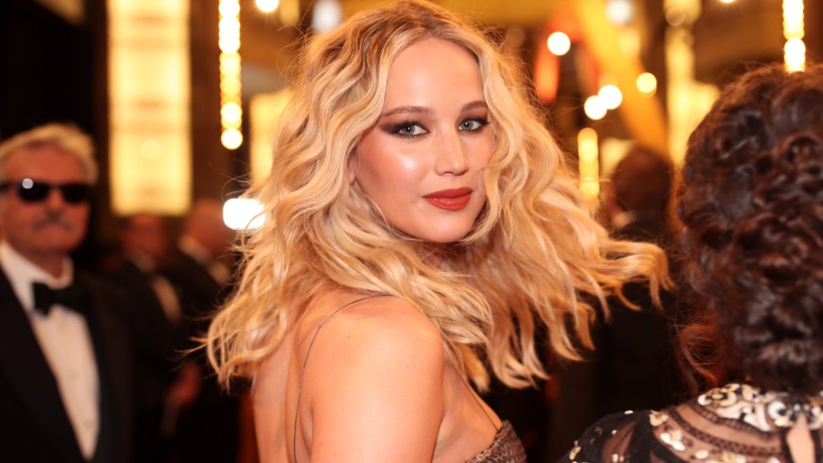 'Don't Look Up' Update: • Jennifer Lawrence, Leonardo DiCaprio and Rob Morgan will play scientists • Meryl Steeep will play the president, Jonah Hill will play her son • Cate Blanchett is set to play a political TV host • Ariana Grande will sing an exclusive song in the film https://t.co/Yu9prBbI6e
