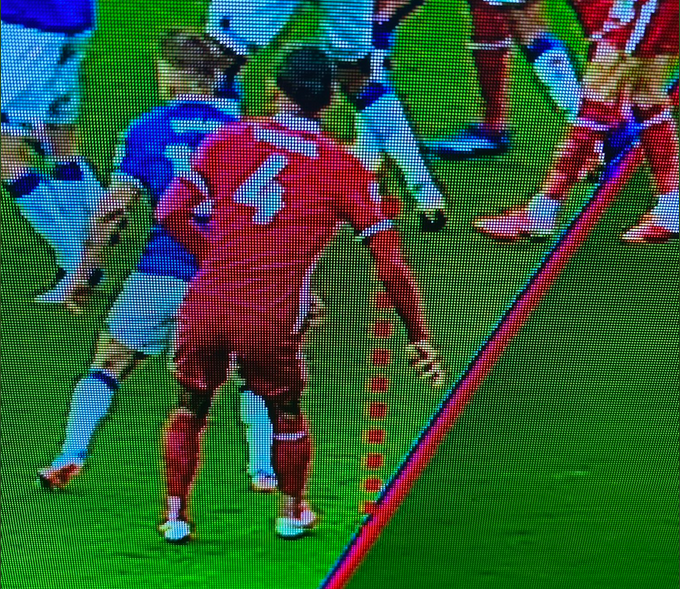Virgil van Dijk offside by the new point of handball on the arm, rather than the armpit.   Last season, this would have been onside.   Note the red line doesn't go to the elbow. It carries through and that's the calculation point.  #EVELIV https://t.co/QgssuVYOkt