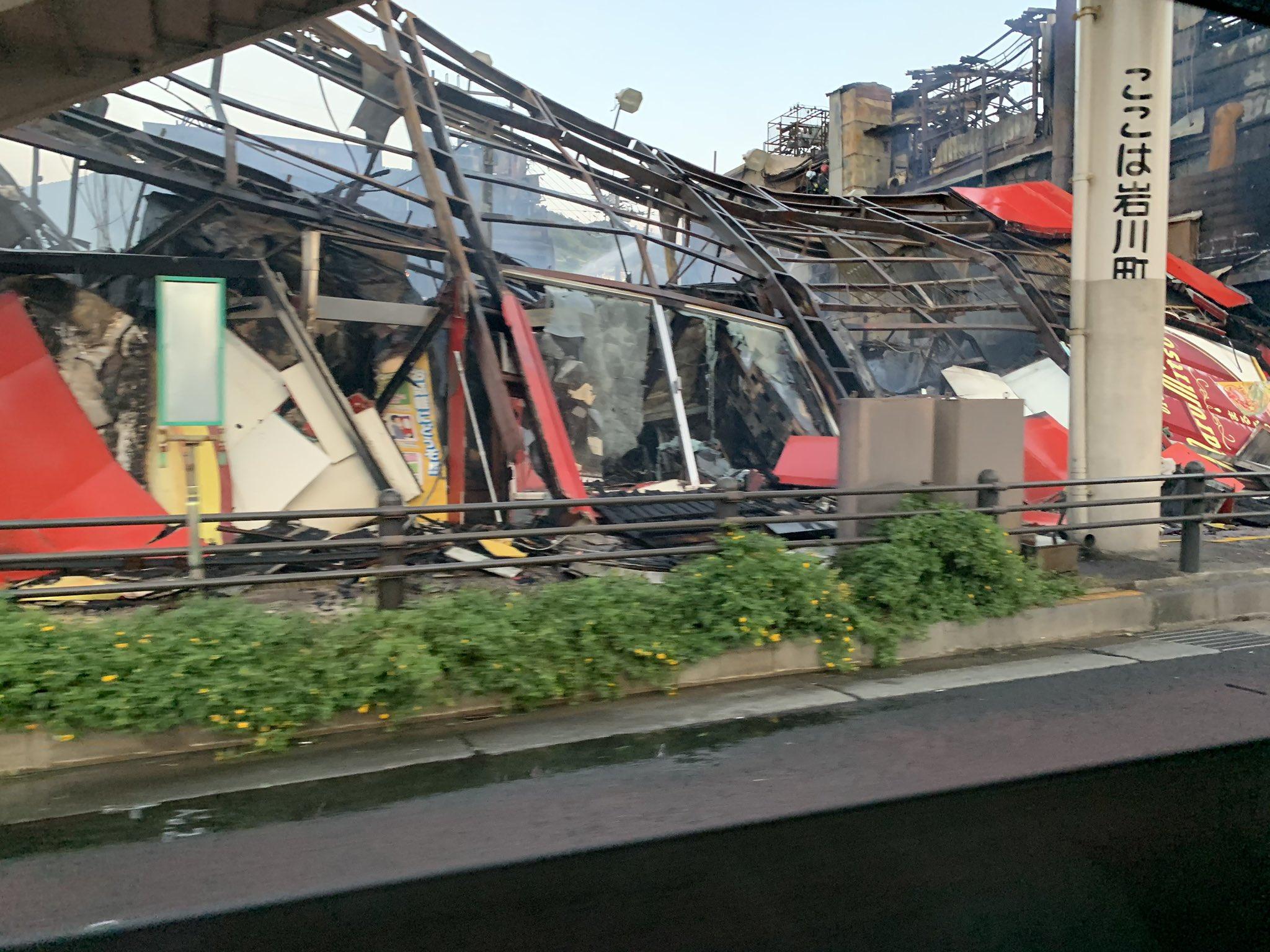 画像,長崎市の昼の火事かなりひどかーたみたいやねまだ消化活動しよる https://t.co/Gu9EmJMk25。