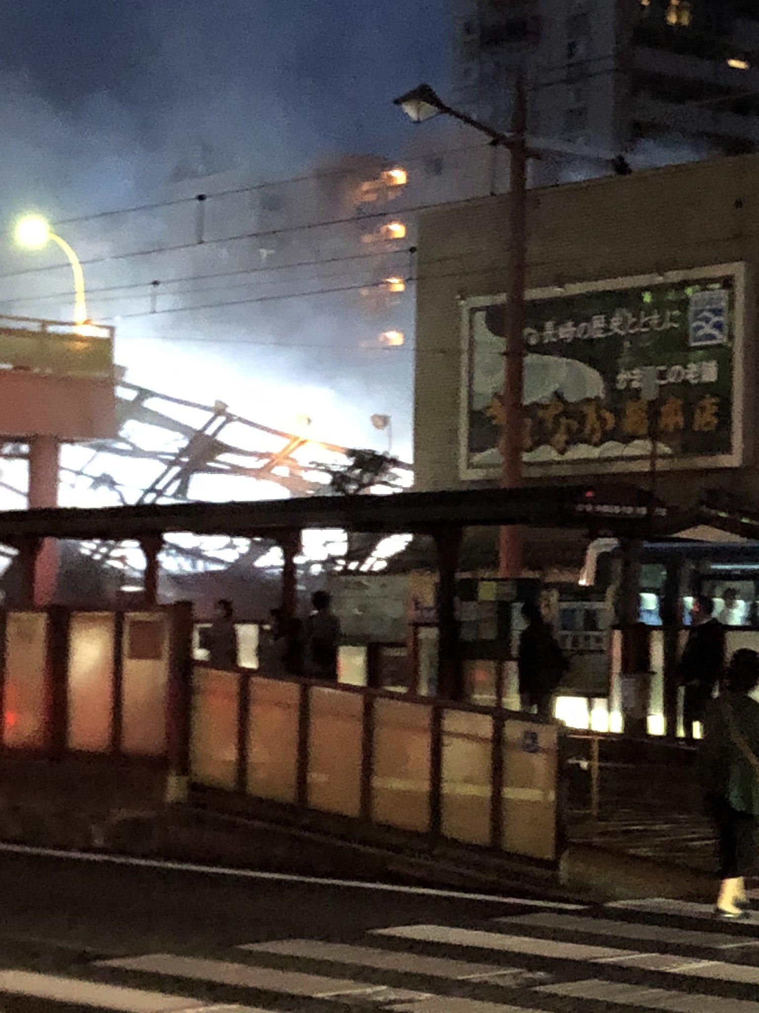 画像,聞いていた以上の火事で、ウチの前まで煙臭い。昼に発生して、まだ消火中とか、なかなかの案件#長崎市火事 https://t.co/j15io7peJH…
