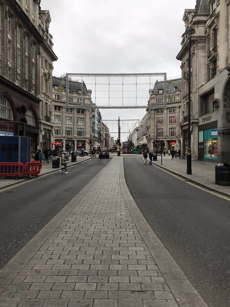 Quiet in Central London/Oxford St today. The quicker COVID 19 does one, the better!! 🤬