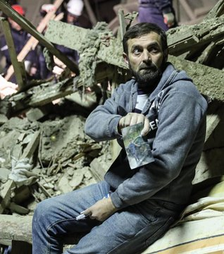 Image of despair. He found a picture of his son, not his son. #Ganjacity #ArmeniaKillsCivilians #StopArmenianAggression #KarabakhisAzerbaijan #StopArmenianTerrorism