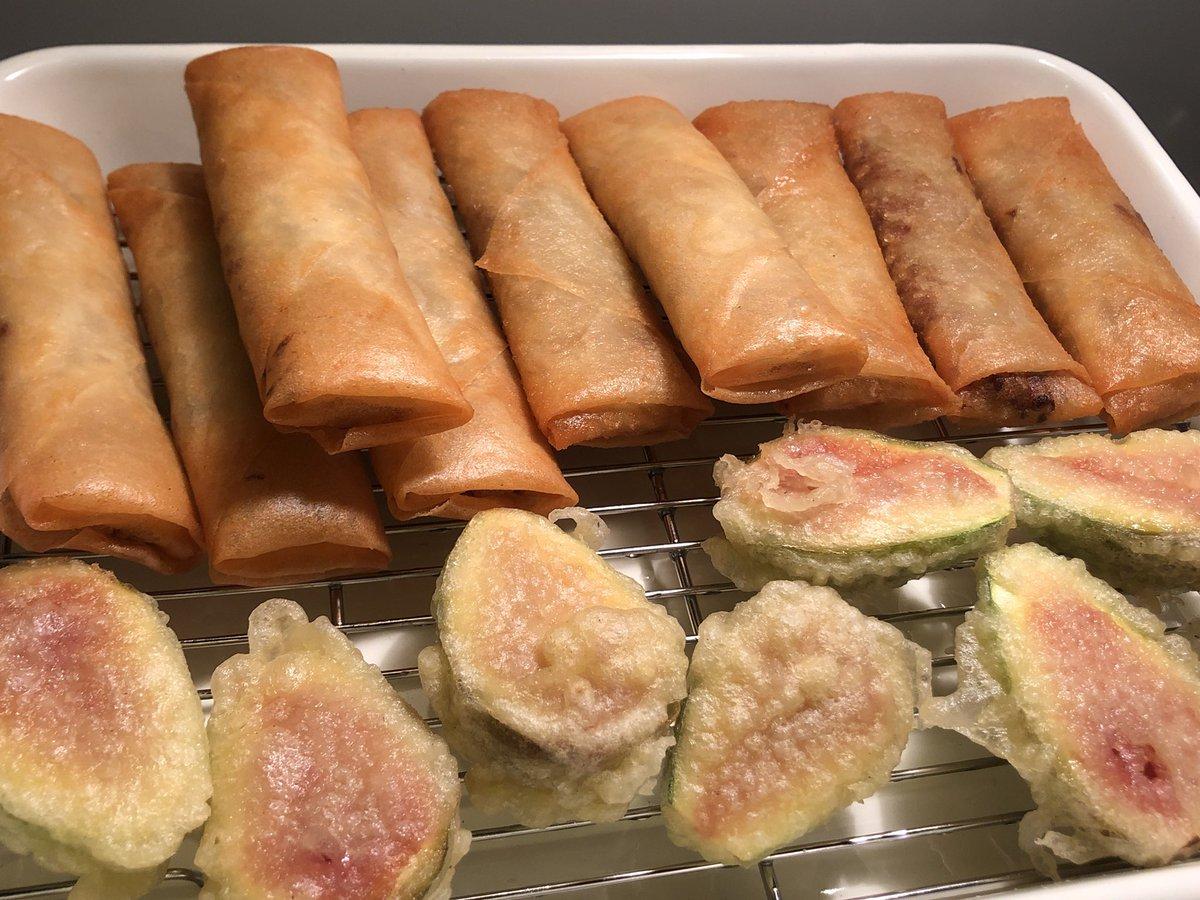 キャベツと挽肉だけの春巻きとイチジクの天ぷらです