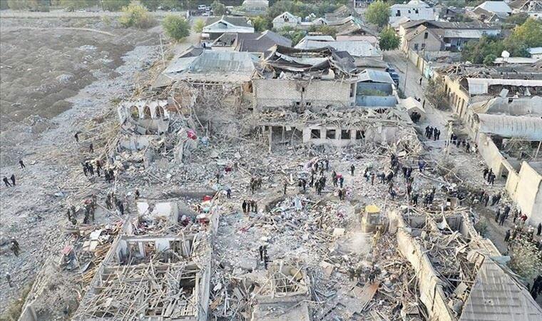 Cephe hattında bile olmayan bir kente füze saldırısı düzenlemek insanlık suçudur. Gence'de 2'si çocuk 13 sivil hayatını kaybetti, 40'tan fazla sivil yaralandı. 😞Lanetliyoruz! #genceazerbaycan https://t.co/oA5EmPZv9s