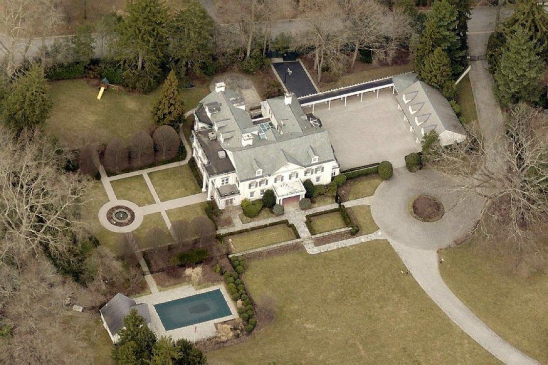 The salary of a U.S. Senator is $174,000 per year. This is Joe Biden's house.... seems legit 🙄 https://t.co/DtD0DzXlrY