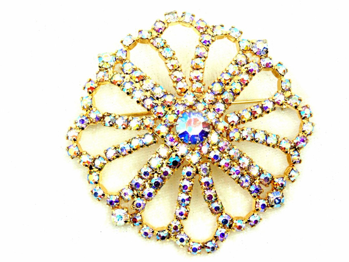 AB Rhinestone Chain Scalloped Brooch, Gold Tone, Prong Set, Vintage https://t.co/2O8d0pXH8U #vintage #jewelry #pottiteam #ProngSet https://t.co/Ly7f8Mq6Fb