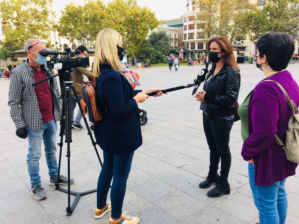 Las personas inscritas en el acto de #PobresaZeroRevolució en #València están llegando!! 🙋🏽♀️👵🏽🙋🏼♂️🙋🏿♂️🧓🏼👧🏽 Y también algunos medios de comunicación como @apunt_media, @AgenciaAtlas, @levante_emv, @EPCValenciana... 📹 Gracias!! 💜🥰 https://t.co/HzGY5eROXu