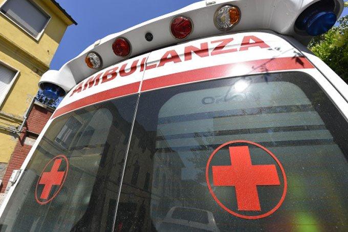 (Porto San Giorgio, scontro sul lungomare Gramsci tra un'auto e una bicicletta: ciclista trasportato in ospedale)  Segui su: La Notizia - https://t.co/Nrd4UHnZsM https://t.co/kEDi2A8mt6
