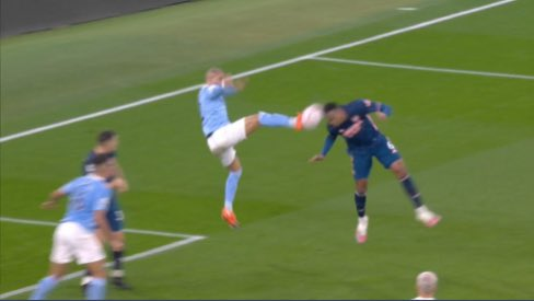 Sorry, why is this not a penalty? And why was it not even checked on VAR? #mcfcafc 👇