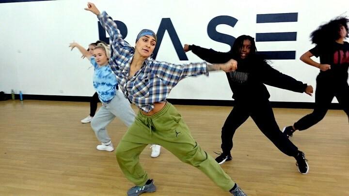 Sooooooo proud of my Youth Academy today who had an incredible workshop with the amazing @annasoul_ dancing to #IfIwereyou by @ibebellah   Dancers: @erinjade.x @williamsemilyyy @yanajacksonn @greta.sigona   #dance #dancing #dancers #choreographer #dancevideo #dancevideos https://t.co/70Kbz8SAR7