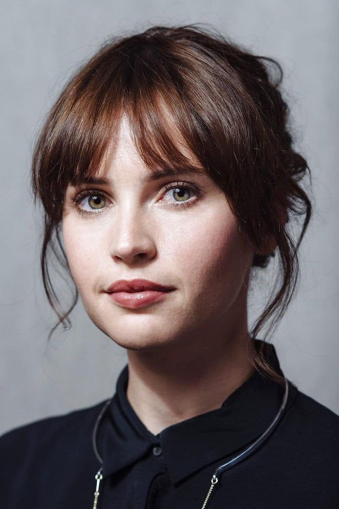 "Happy birthday to my favorite hollywood actress ""Felicity Jones\""."