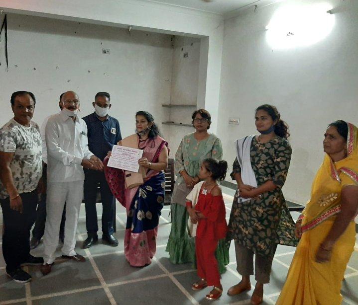 👉#नवरात्रि #स्थापना के उपलक्ष्य पर आज दिनांक 17 अक्टूबर को #एक #शाम #माता #के #नाम कार्यक्रम मैं मुझे #समाज #सेवा के लिए #प्रशस्ति पत्र प्रदान कर सम्मानित किया गया उसके लिए सभी महानुभाव एवं अतिथि गण का बहुत-बहुत धन्यवाद और आभार  कि मुझे भी माता रानी का भजन बोलने का मौका  मिला https://t.co/7sHIOVD900