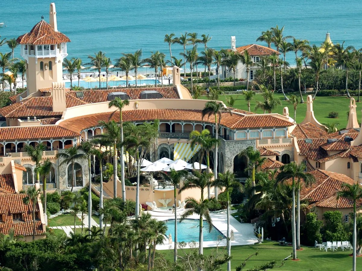@davidgura @cris_n3wy This is the winter home of a presidential con man who owes $421 MILLION. Seems legit. 🙄
