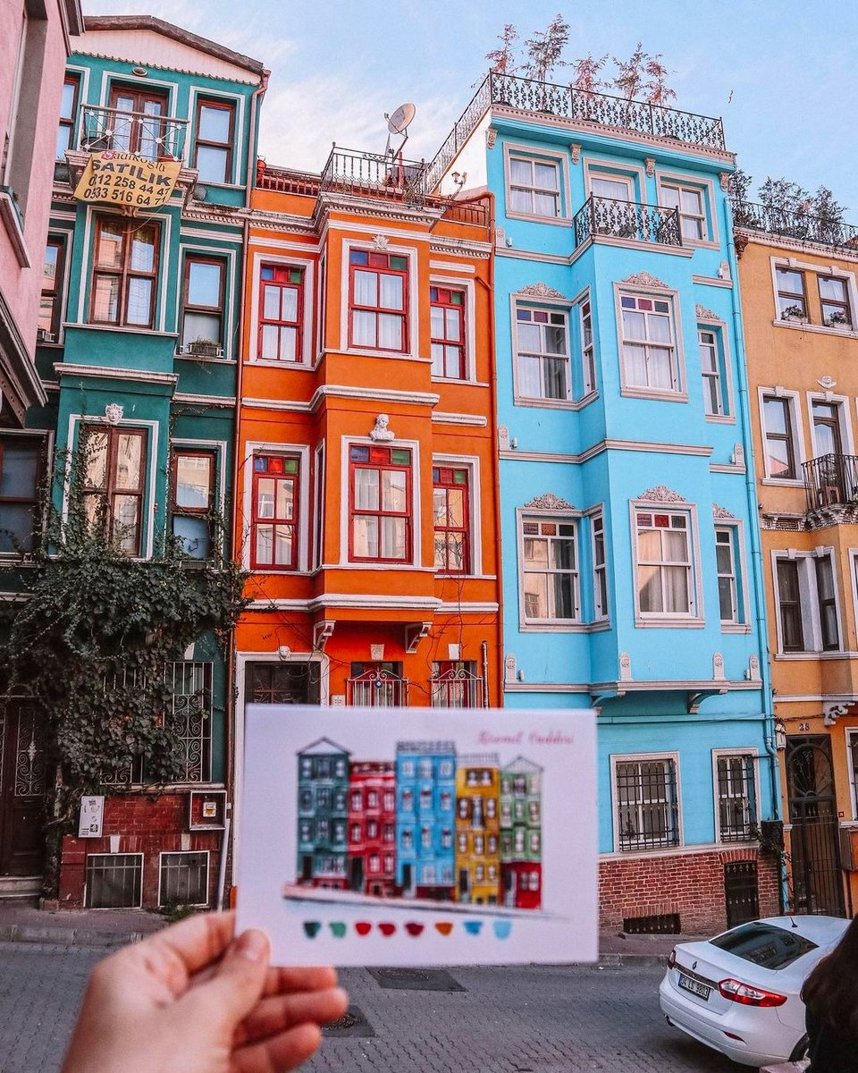 Historical streets + colorful houses + a cute location = best way to spend the weekend! 💚🧡💙  📸:IG: ozgurcekesfet   #oneistanbul #istanbul #city #travel #istanbultrip #colorfulhouses #colorful  #historicalstreets #saturday #autumnvibes #balat #october https://t.co/OsFCRwxPEE