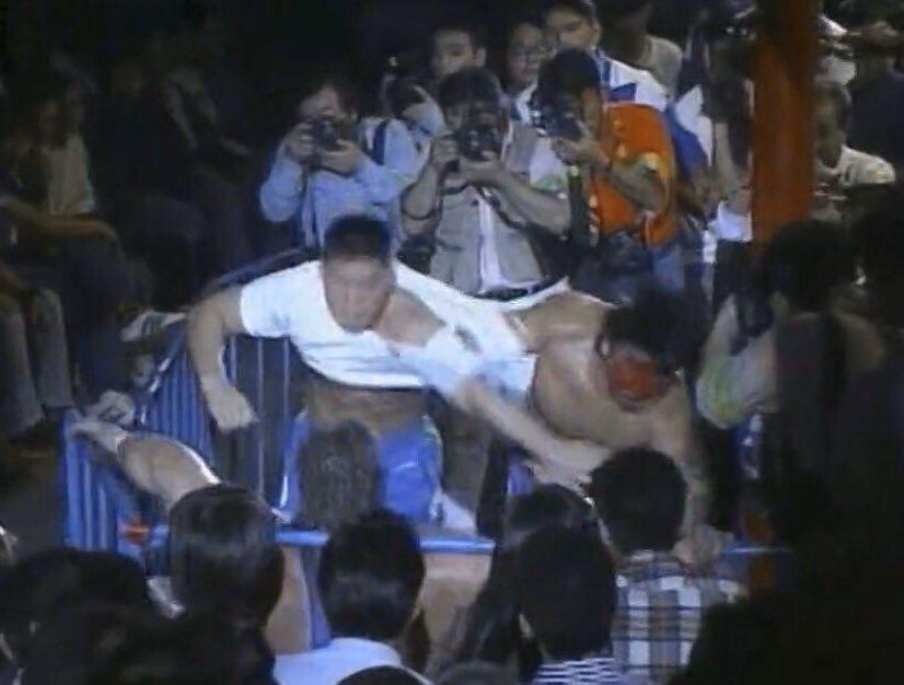 【#プロレス今日は何の日】1992年10.18 幕張メッセグレート・ムタvsスコット・ノートンっ!武藤には連勝のノートンが全くペースを掴めず!山本&石澤までぶつけ金属ニードロップに顔面ムーンサルト!結果ムタの横綱相撲!橋本のナイス解説もイイね!今日もプロレス最高っ!