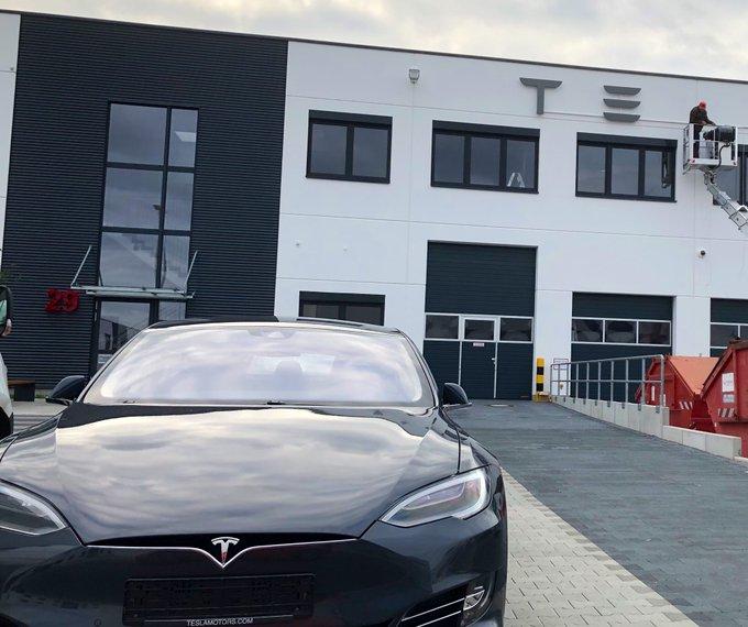 Das Tesla Service Center Berlin zieht um. Zumindest einige