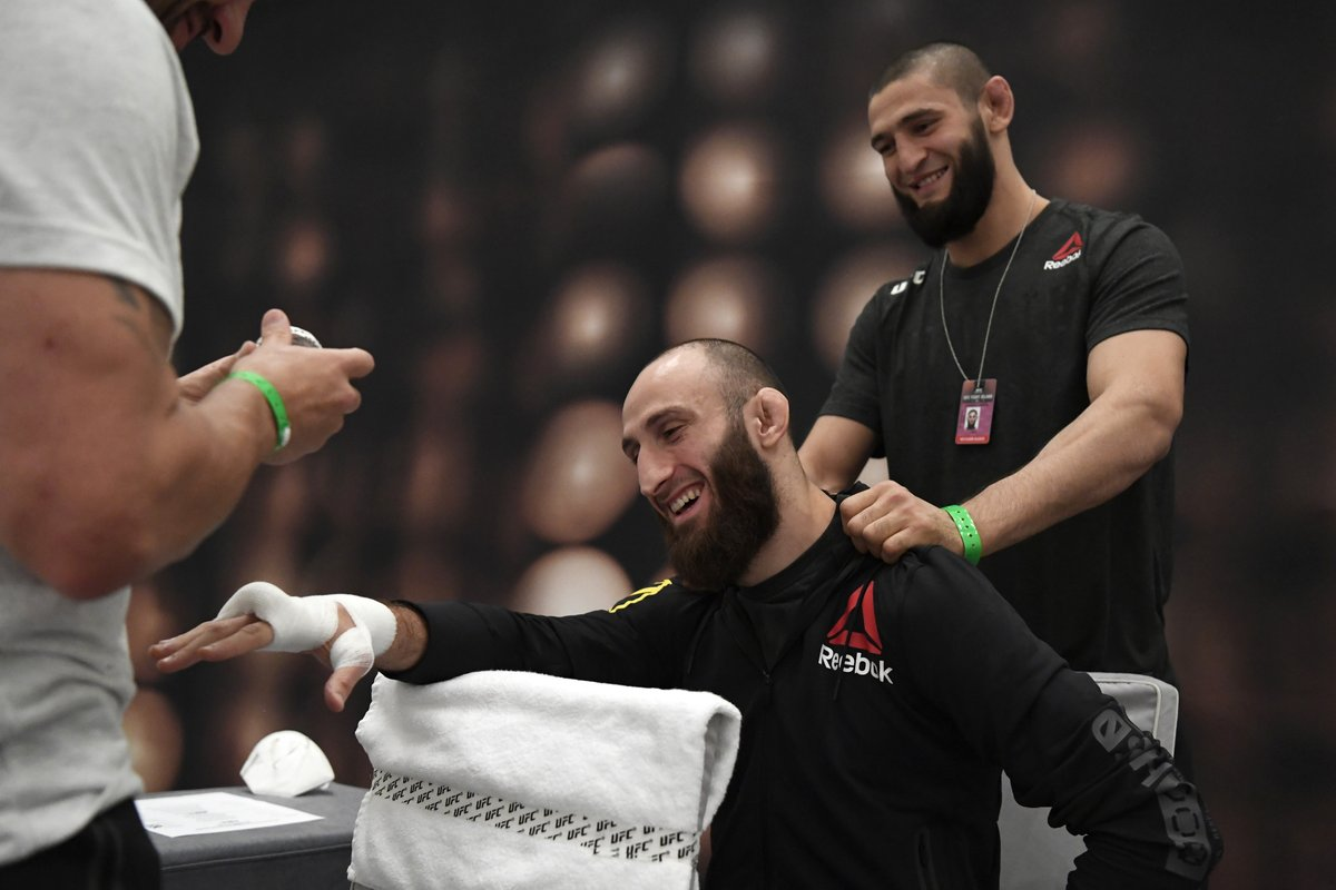 Sharing his Fight Island secrets 🤫   @Guram_DZE's debut is coming up in minutes on #ESPNPlus  [ #UFCFightIsland6 #InAbuDhabi @VisitAbuDhabi ] https://t.co/OpsAanirFW