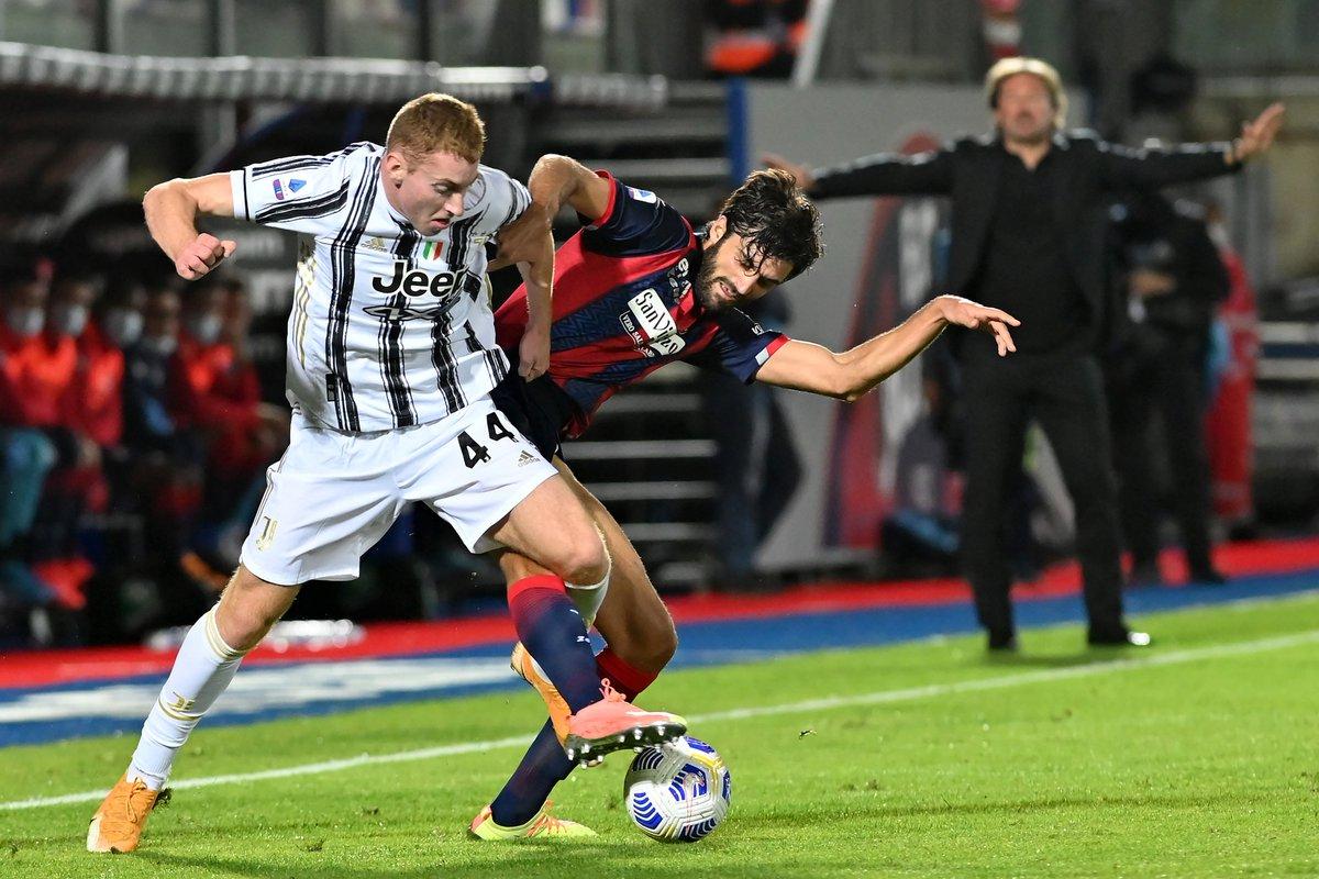 Juventus vs crotone  Olvidé ponerlo antes. Superior el Crotone por momentos y muy floja la Juve. Expulsaron a Chiesa en su debut jajs https://t.co/Yq7tWXIZfB