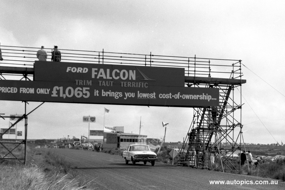 60 mins! We're counting down to the 2020 #Bathurst1000. It's also 60 years of The Great Race, which began at Phillip Island in 1960. The final event there in '62 was won by  Firth/Jane's XL Falcon, but here's a great pic from @autopics_ of 3rd-place Harper/Reaburn/Fisher #VASC https://t.co/5Doe0OUkwu