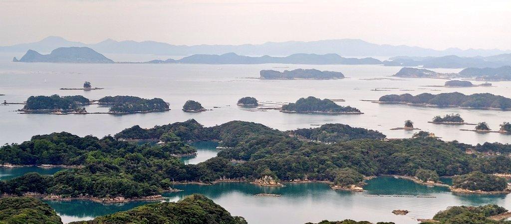 佐世保には #美しい #自然景観 があります 佐世保湾~平戸までの約25㎞の海域に点在する島々 その 島の密度は日本一とも言われてます🏝️🏝️   九十九島(くじゅうくしま)と呼ばれてますが 実際の島の数は200以上だとか サンセット時は本当に圧巻です❣️😚💕✨  #九十九島 #西海国立公園 #コスモス #展海峰 https://t.co/F8XUbWS0dT