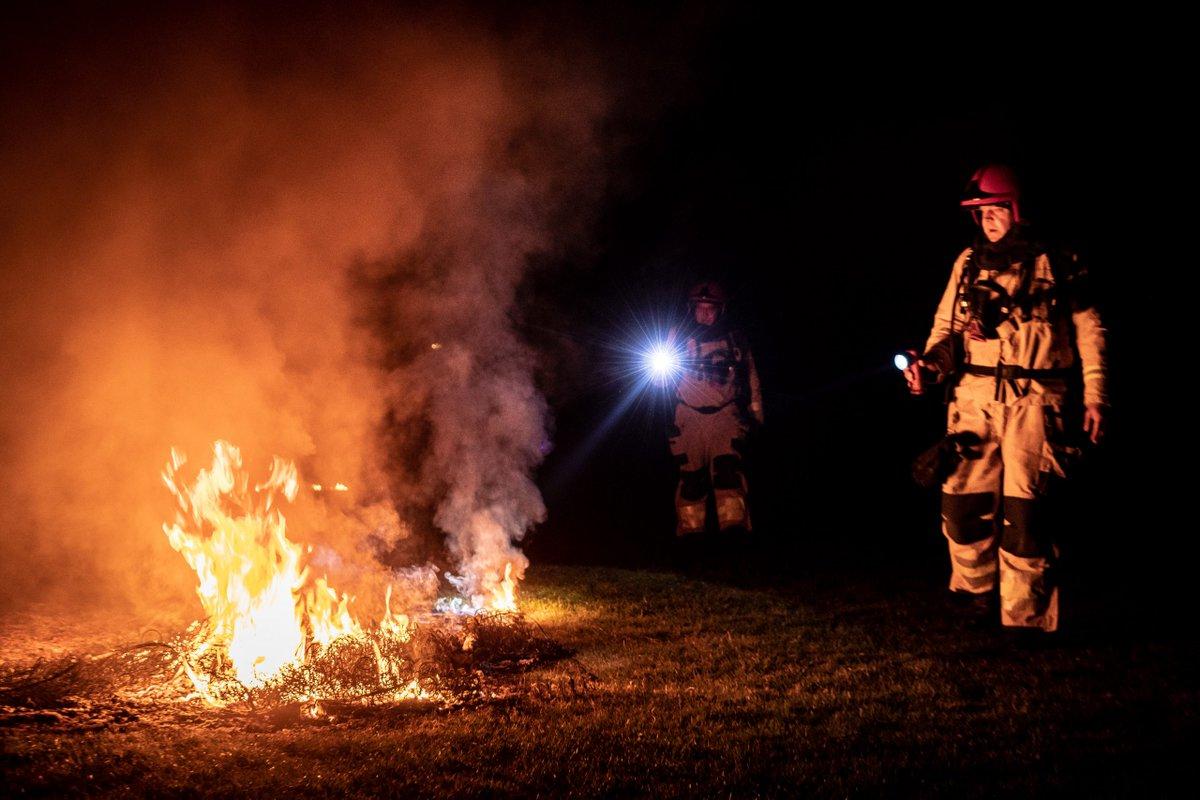 Brand gesticht op sportveld HHC Warffum -..