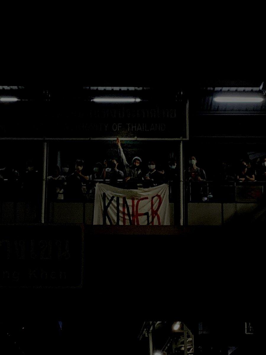 #WhatsHappeninglnThailand #ม็อบ17ตุลา #ห้าแยกลาดพร้าว https://t.co/lqt1jx3ZvK