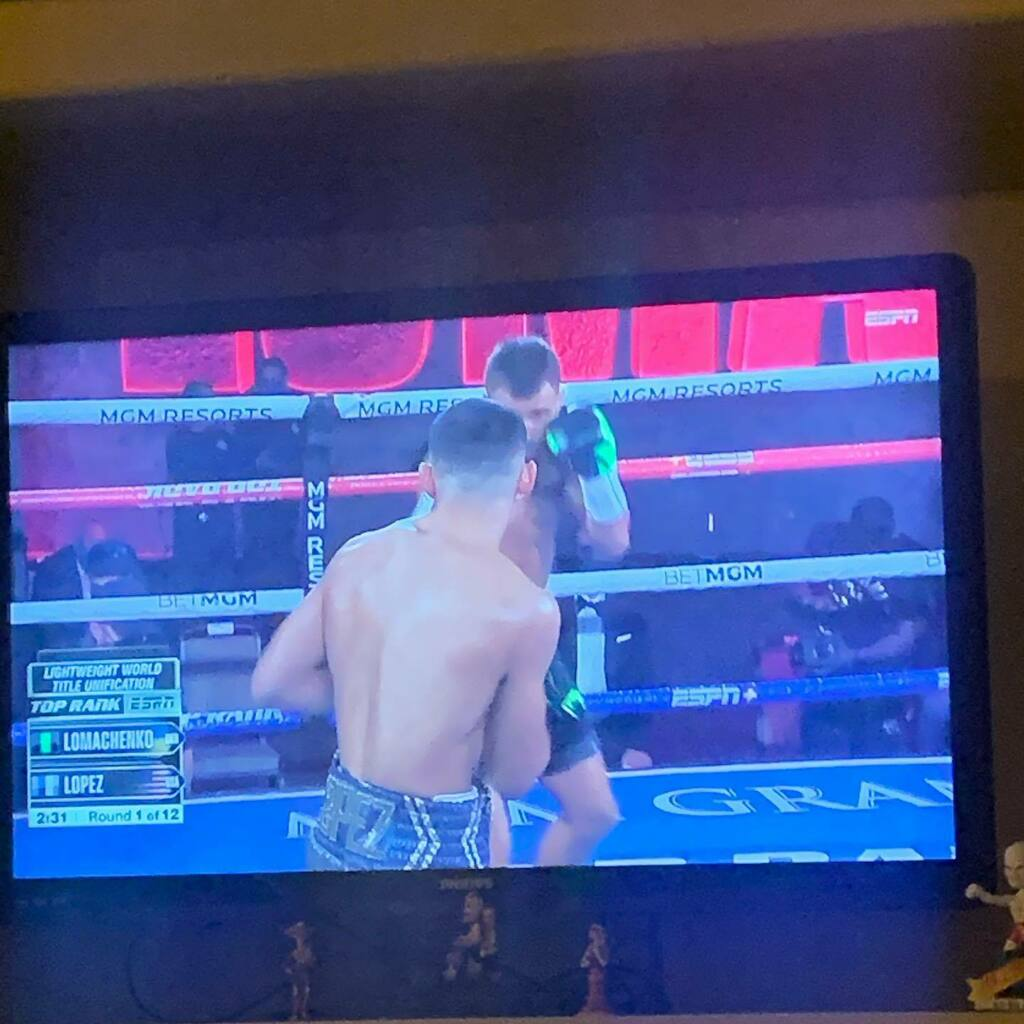 Let's do this. #lomachenkolopez #boxing https://t.co/P9uEGcjoje https://t.co/vwQAZ9xDaF