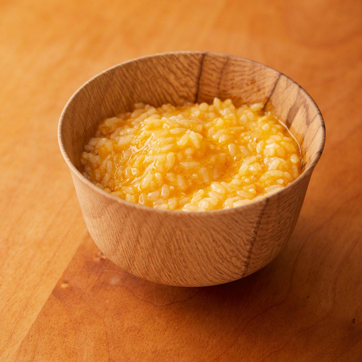 コイツ、、、試作で卵50個以上消費して終盤は試食しすぎで味が分からなくなって、友達にも食べてもらってようやく完成した逸材なんで 良かったら試してやってください…  【極上の卵かけご飯】  卵白にだしの素、醤油、砂糖を入れて1分30秒箸で全力で混ぜてご飯に卵黄と一緒にのせる。完成!