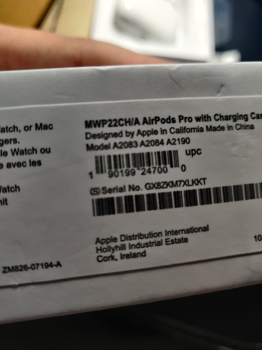 Ordered AIRPODS PRO through @Flipkart 's #TheBigBillionDaysSpecials Sale. Recieved a pair of Airpods which are a used *FIRST COPY*. #BigBillionLoot is definitely living upto it's name. The serial numbers on the box and on the airpods DON'T even match. GREAT JOB @FlipkartSellers