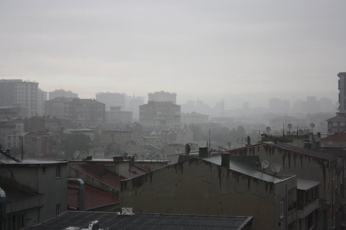 #Şehrin #yağmur #silüeti...#Istanbul #Nebel #Licht #Schatten #Işık #Gölge #Silhouette #silüet #sis #Regen #Islak #Grau #Gri #unscharf #bulanık #yansıma #reflexion #verschwommen #Himmel #Pazar